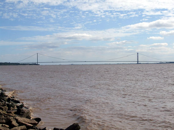 Picture of the river Humber and Humber Bridge