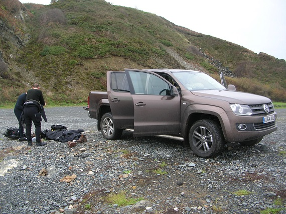 Loading a VW Amarok pickup ready to leave the dive site