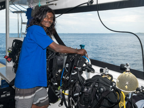 Helping hand on Emperor Serenity liveaboard