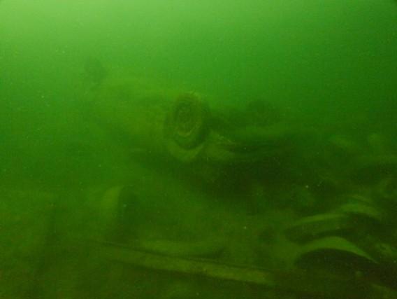 Sunken car at Brogborough lake