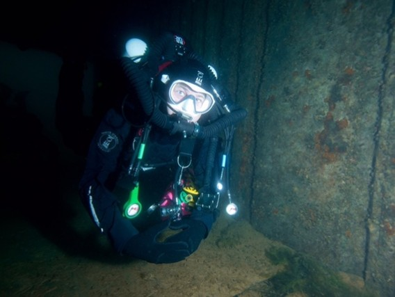 Mark Evans of Scuba Diver Magazine using the Hollis Prism 2 rebreather